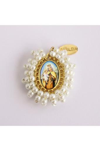 Medalla religiosa mediana bordada Virgen del Carmen perla Basileia
